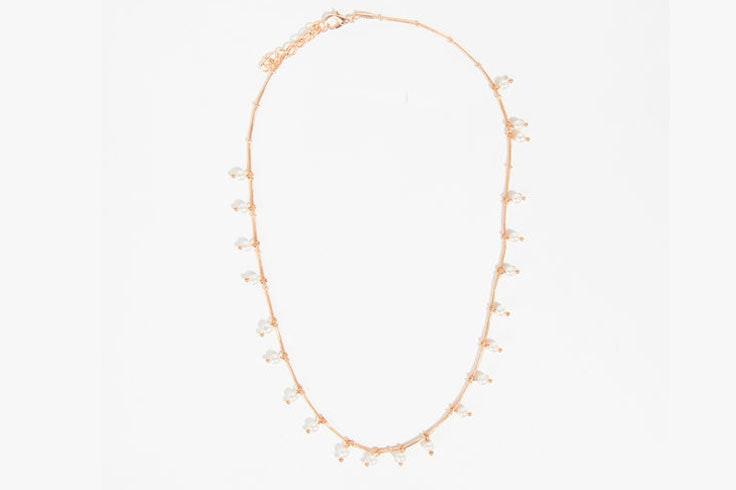 colgante-dorado-perlas-parfois