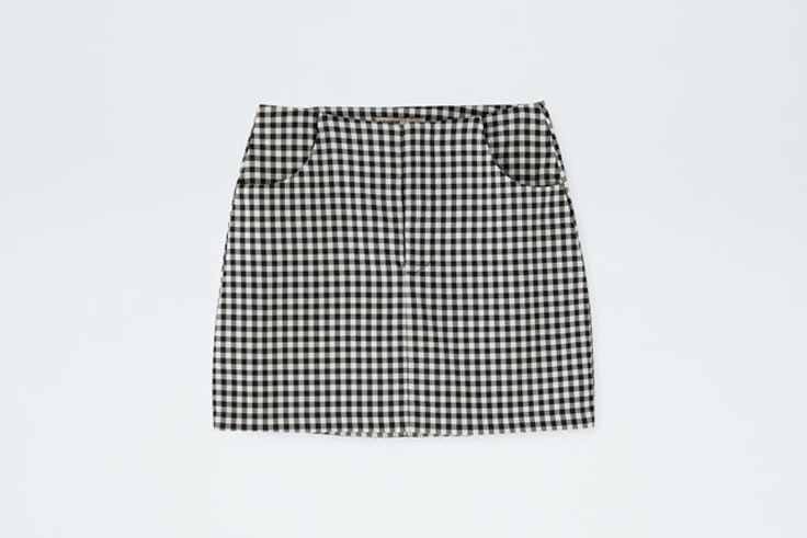 falda-corta-cuadros-negros-gris-elite-pull-and-bear-5