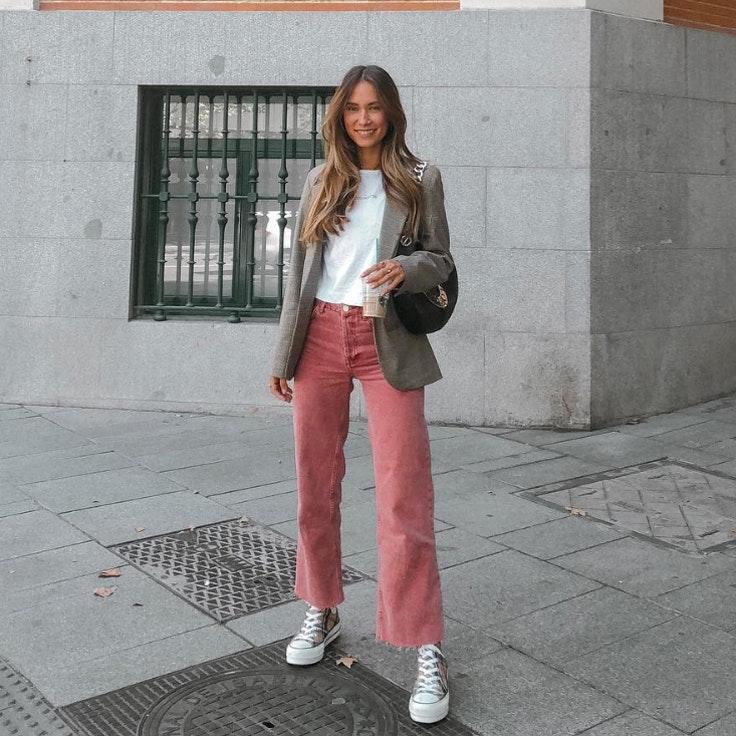 grace-villareal-conjunto-pantalon-de-pana-rosa