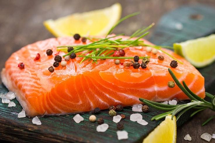incluye el salmón en tu menú