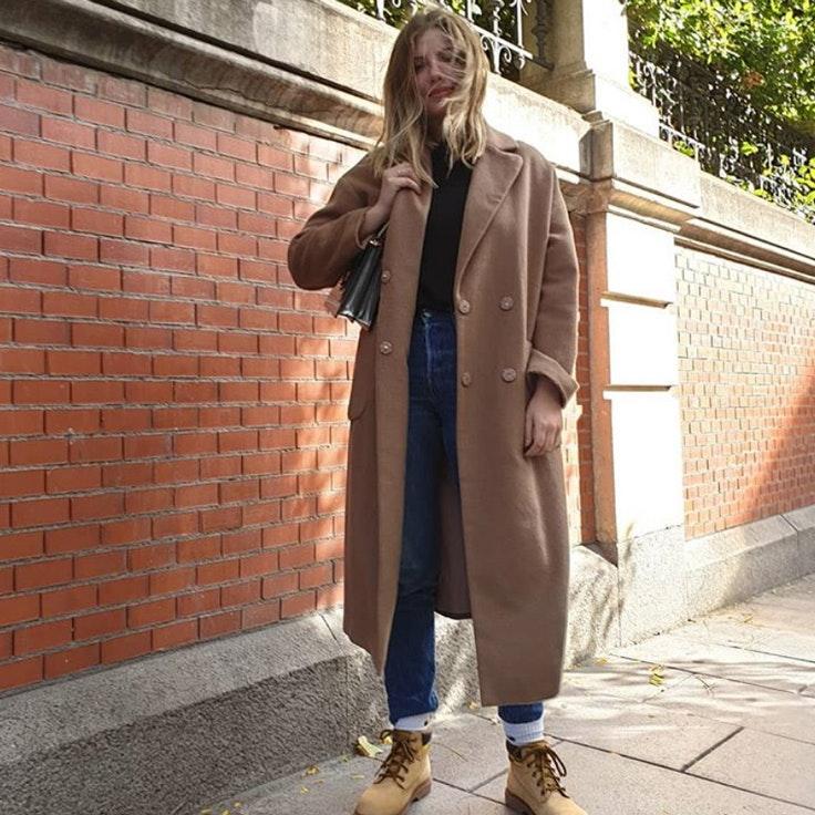 miriam-giovanelli-conjunto-abrigo-liso-lana-color-camel