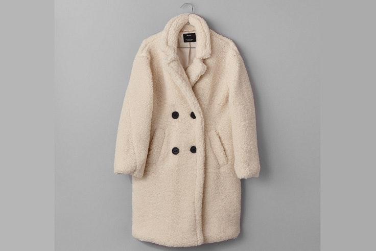 ropa-de-invierno-abrigo-blanco-borreguito-bershka