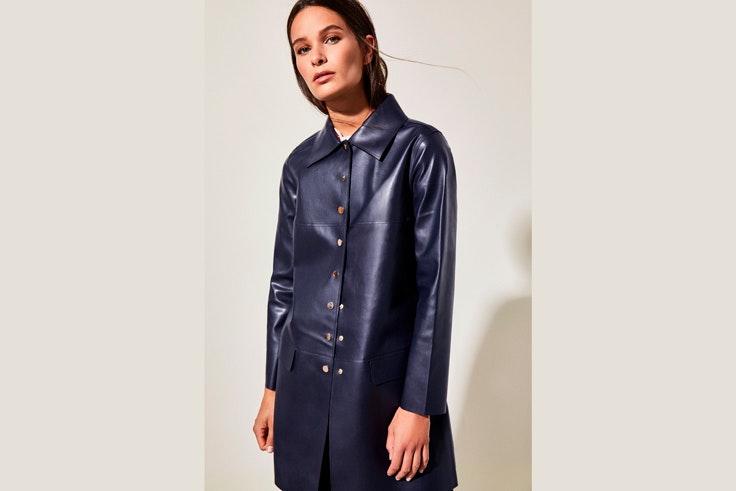 abrigo-rebajas-polipiel-azul-marino-cortefiel