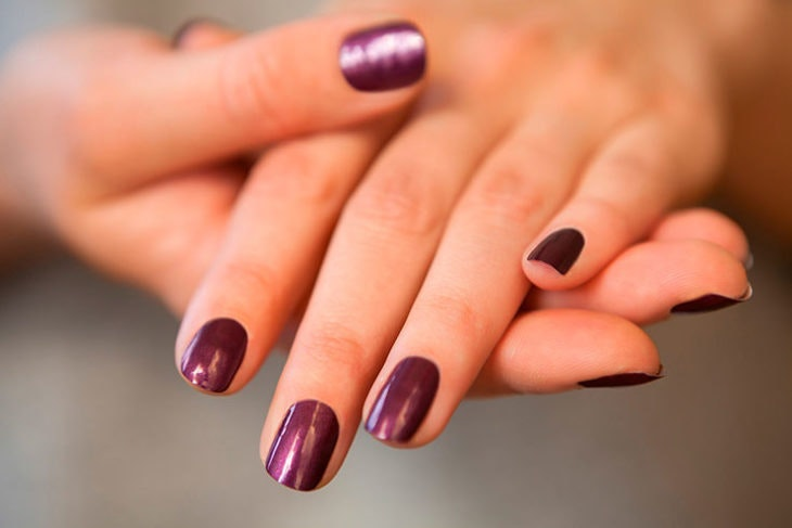 colores de uñas moradas