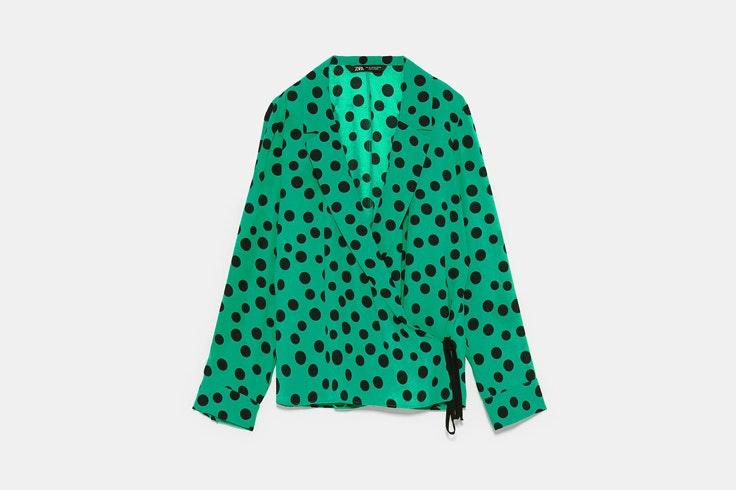 blusa-manga-larga-color-verde-estampado-lunares-zara-2