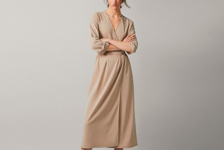 vestido-cruzado-beige-massimo-dutti