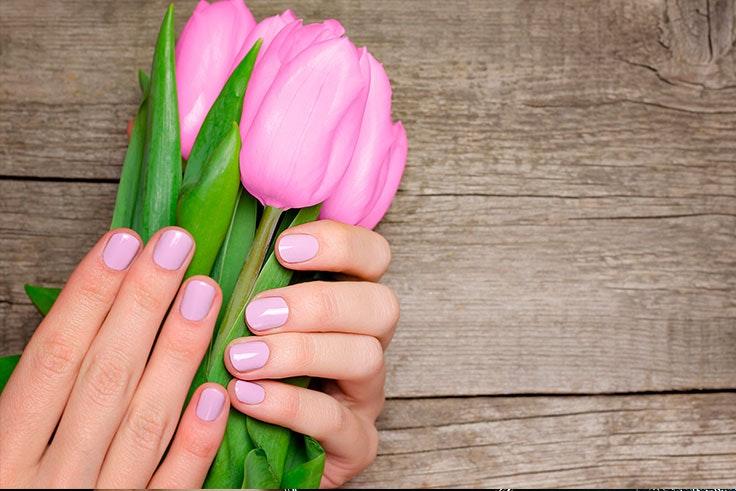 Uñas-de-gel-decoradas-azules-morados-y-rosas.jpg