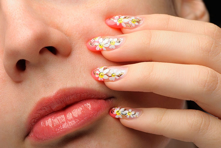 Uñas-de-Gel-Decoradas-con-Flores
