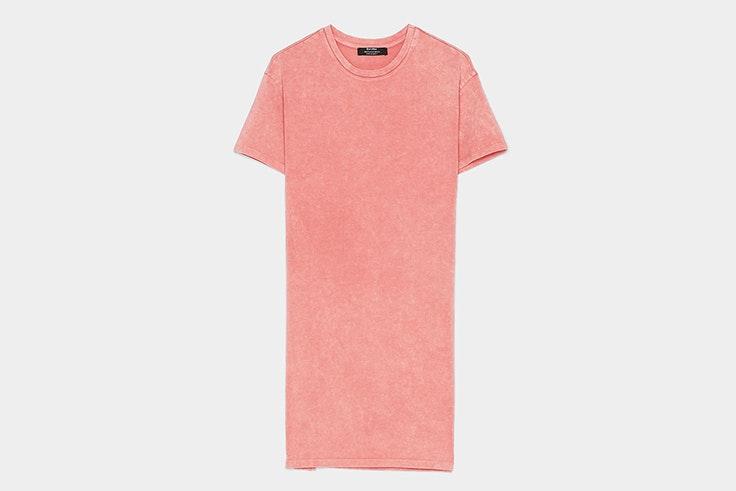 vestido-camiseta-color-rosa-desgastado-manga-corta-bershka