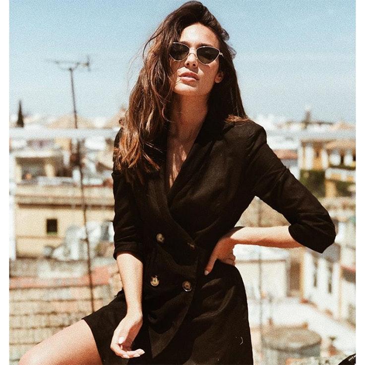 ana-moya-calzado-vestido-negro