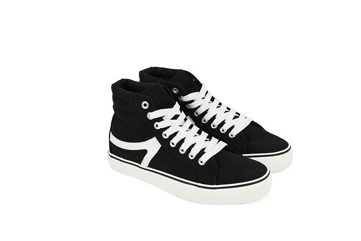 Zapatillas negras de Chika10