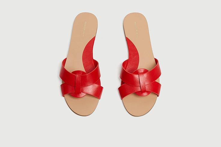 Sandalias planas tipo pala en rojo de Pull & Bear
