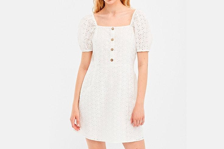 vestido-corto-blanco-bordados-springfield