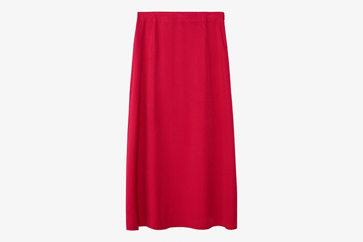 colores de verano influencers falda satinada rosa fucsia massimo dutti