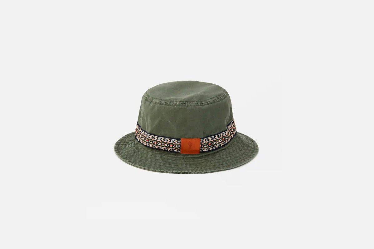 sombrero bucket pull and bear