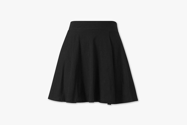 falda negra corta c and a