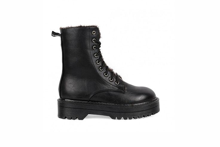 botas altas negras con cordones chika10