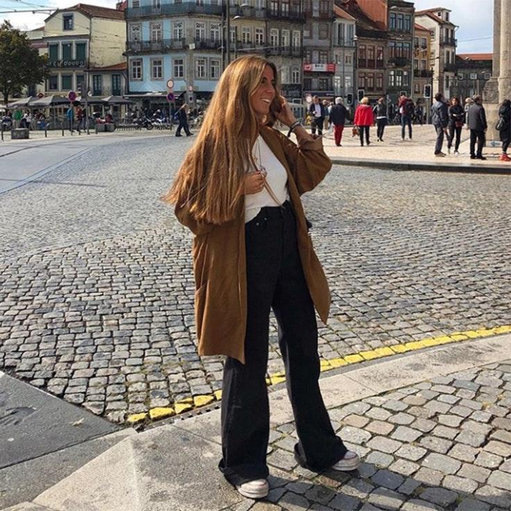 elisa serrano abrigo color marrón estilo instagram