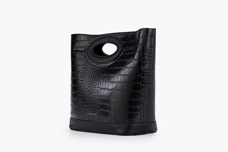 bolso negro textura cocodrilo paco Martínez