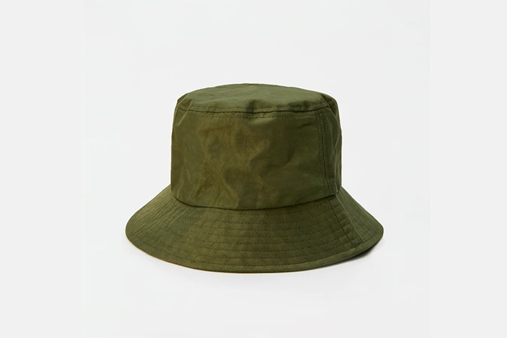 bucket hat sombrero caqui pull and bear Black Friday 2019
