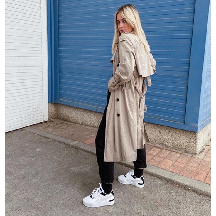 lucia vidaurreta estilo instagram zapatillas blancas