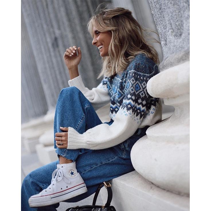 paula argüelles estilo instagram zapatillas blancas