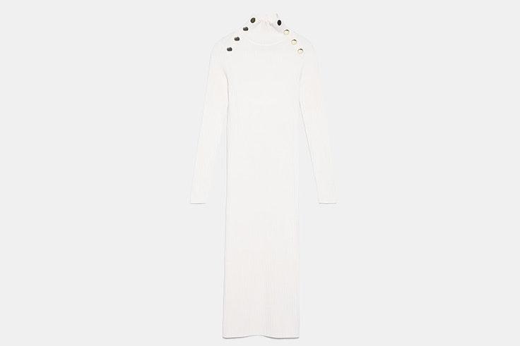 Vestido de punto en color blanco con detalle de botones de Zara