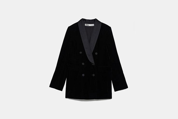 blazer tipo smoking de terciopelo negro de Zara Silvia Zamora