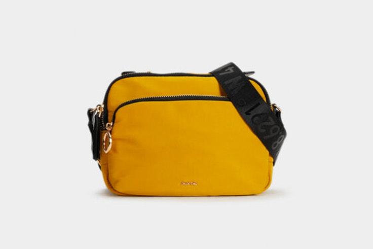 Bolso en color amarillo tipo bandolera de Parfois