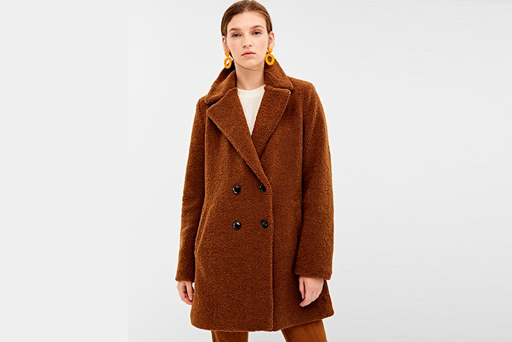 Abrigo tipo peluche en color marrón de Springfield
