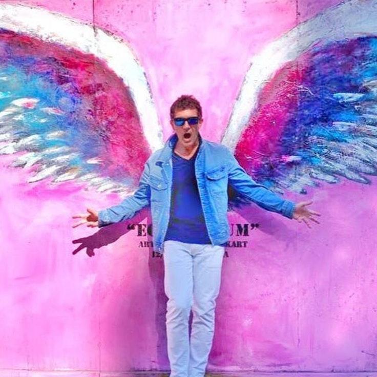 Antonio banderas estilo mural alas angel