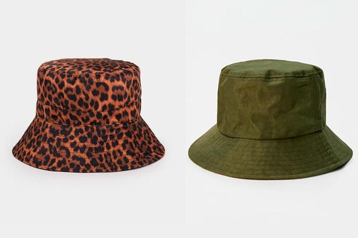 Bucket hat con estampado animal print de Parfois y Bucket hat en color verde kaki de Pull and Bear