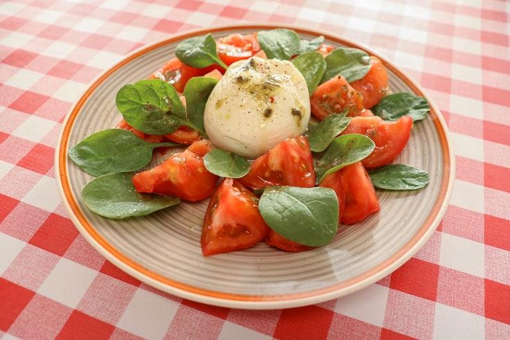 Día internacional de la cocina italiana Pomodoro ensalada