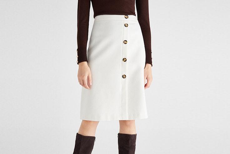 falda blanca con botones de cortefiel Sara Escudero