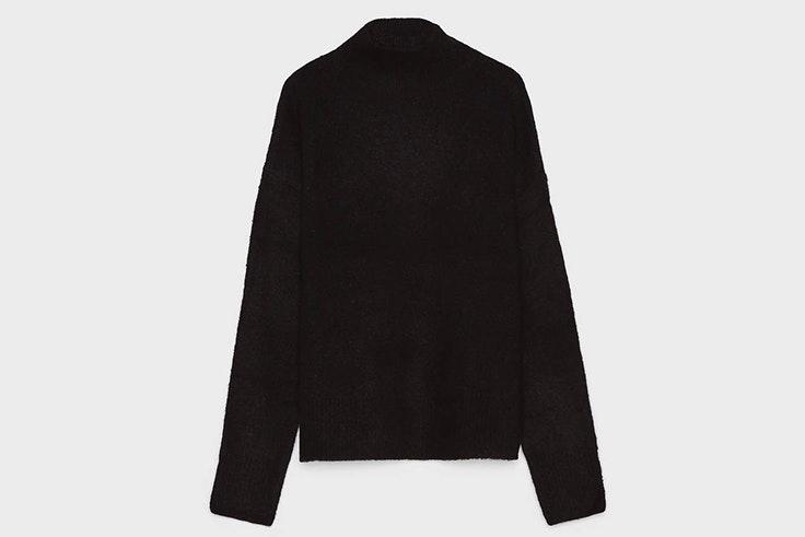 Jersey de cuello vuelto en color negro de Bershka