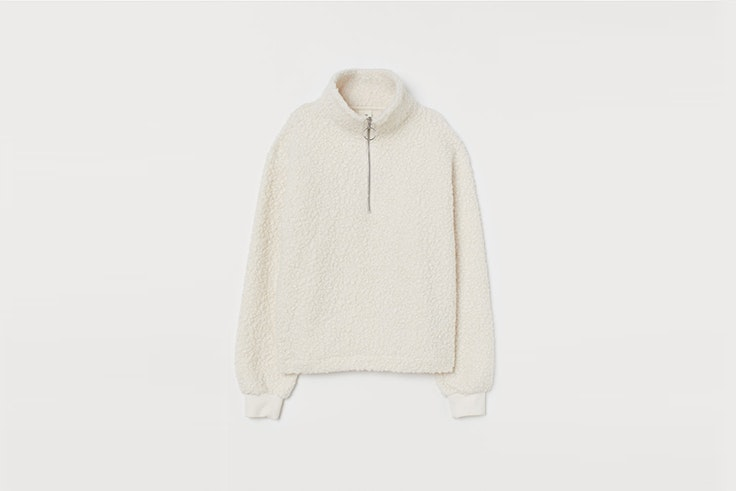 jersey en tejido de peluche color crema de H&M rebajas 2020