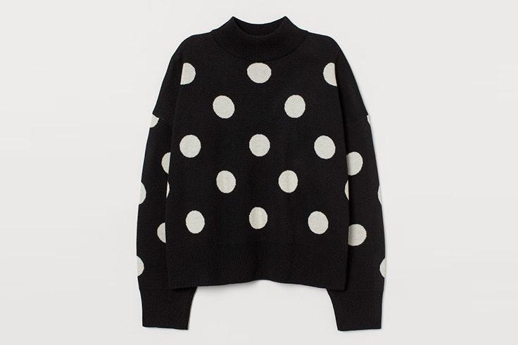 Jersey negro de lunares con cuello perkins de H&M