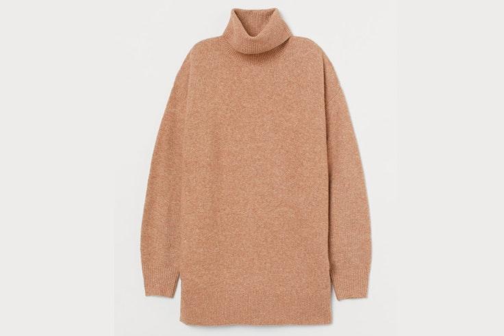 Jersey oversize de cuello alto en color marrón claro de H&M