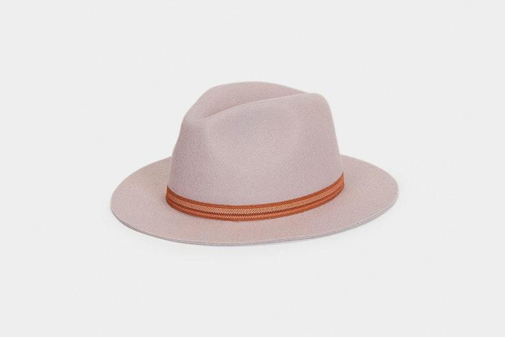Sombrero gris con detalle de cinta marrón de Parfois