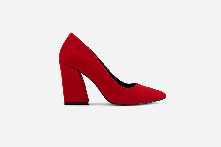 zapato de salon rojo con tacon de trapecio de marypaz Pernille Teisbaek