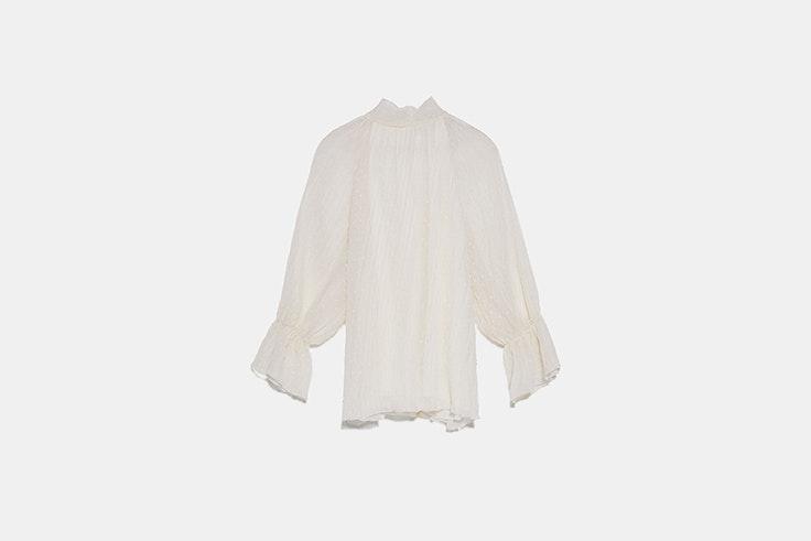 blusa de plumeti con lazo en la espalda de zara blusas románticas