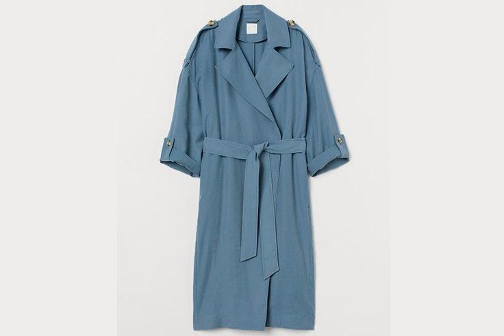 Gabardina larga en color azul de H&M