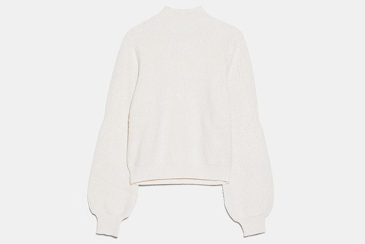 Jersey de cuello alto en color blanco de Zara
