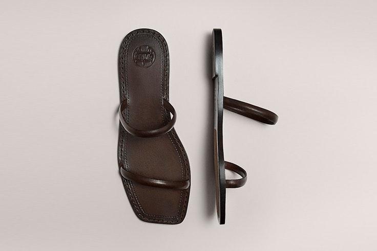 Sandalia de tiras en color marrón de Massimo Dutti