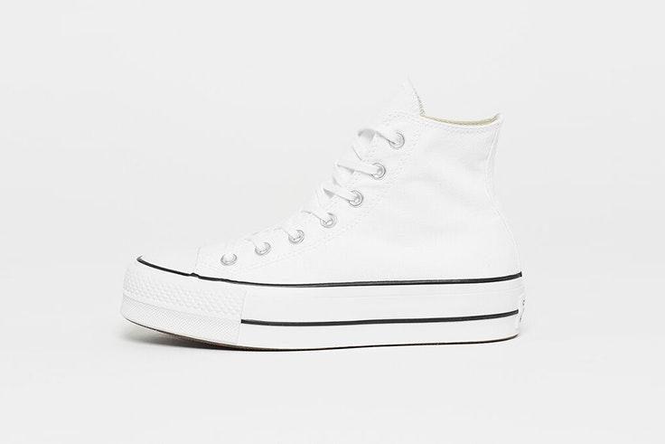 Zapatillas Converse blancas con plataforma. Disponibles en Snipes