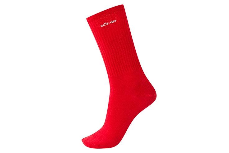 Calcetín en color rojo bella ciao pull and bear la casa de papel