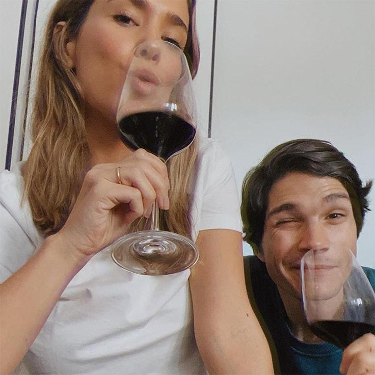 planes de las influencers para la cuarentena maria pombo pablo castellano cena y vino