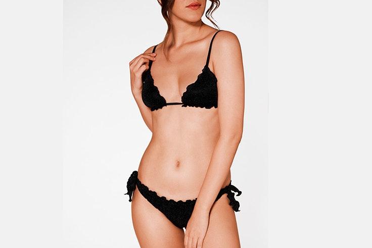 Bikini negro con volantes de calzedonia