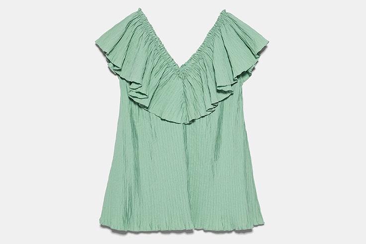 Vestido plisado en color vede de Zara