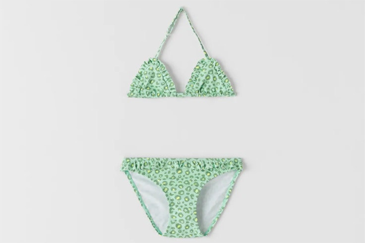 bañadores para niños Bikini con estampado animal print en color verde de zara